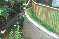 Comanco-Segmental-Retaining-Wall-with-Railing